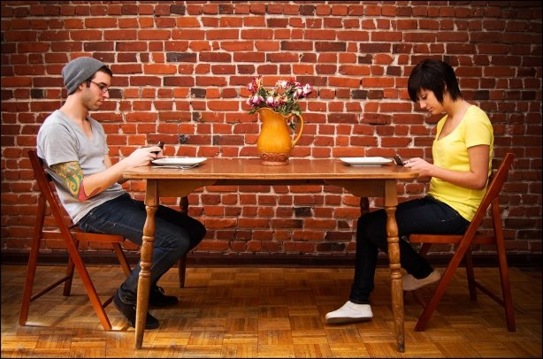 Texting-on-a-Date